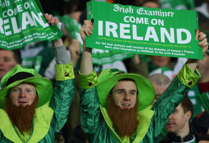 irish fans with clap banners2