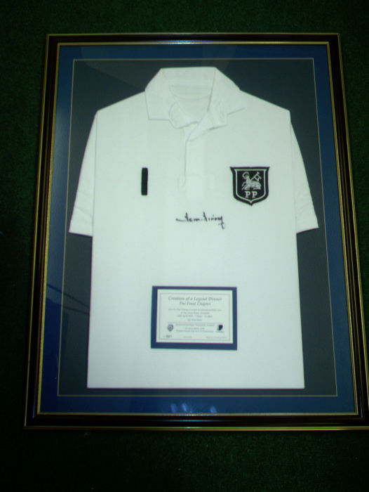 Tom-Finney-signed-shirt